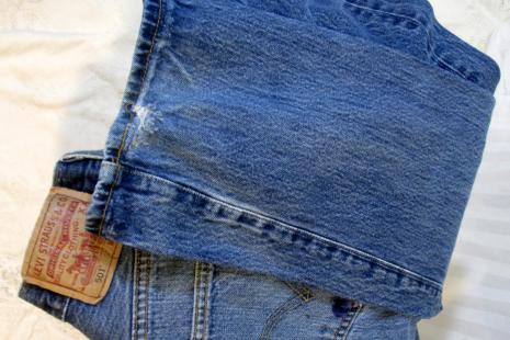 Grainy blue denim pre shrunk button front 501 Levis jeans