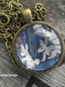 2 white rabbits Vintage Bunny round goldtone Jewelry