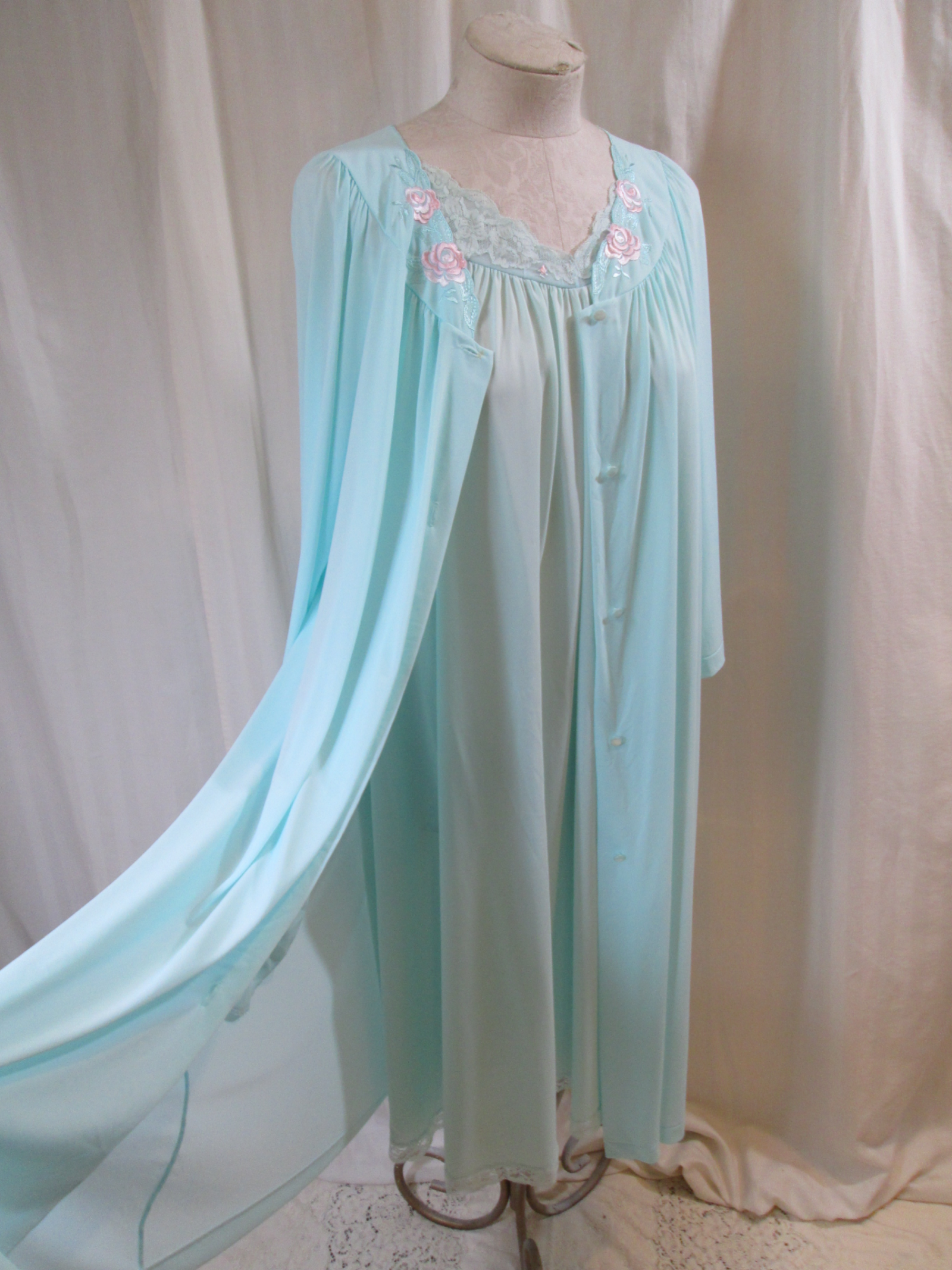 1cdeee4ca Blue Shadowline Peignior set Lace Roses vintage Negligee and Robe ...
